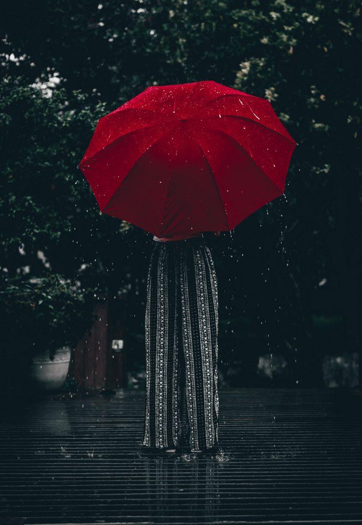 ആരോഗ്യ ഇൻഷുറൻസ് ഒരു കുടപോലെയാണ്; മഴയിൽ നിന്നും കാറ്റിൽ നിന്നും നമ്മെ സംരക്ഷിക്കുന്ന കവചം പോലെ. Health Insurance Umbrella